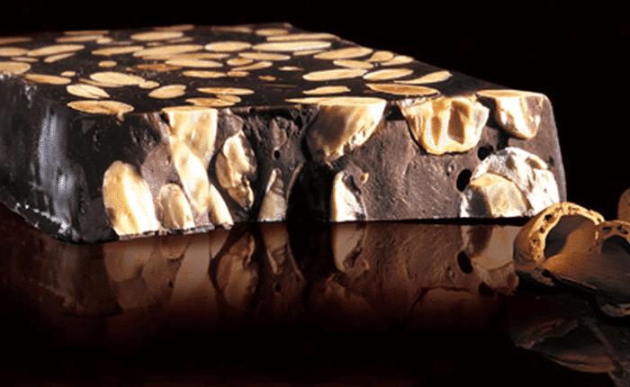 turron chocolate con almendras ynueces
